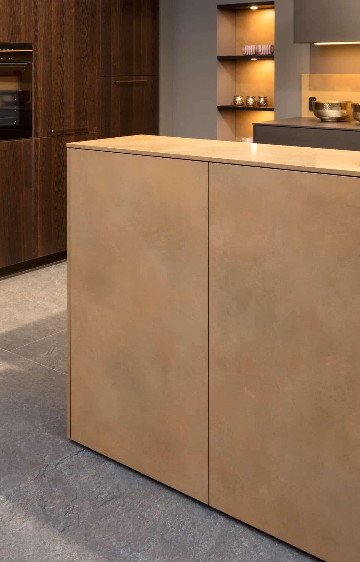 Holzküche im Bronze Look