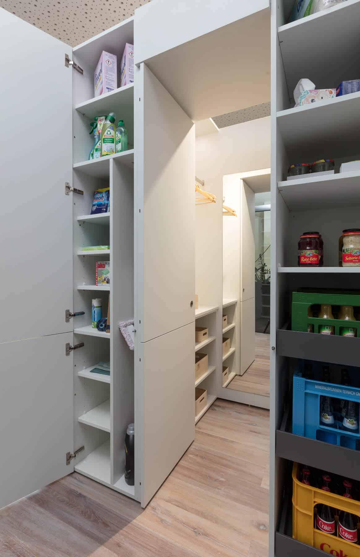 Garderobe und Vorratsraum in Einem